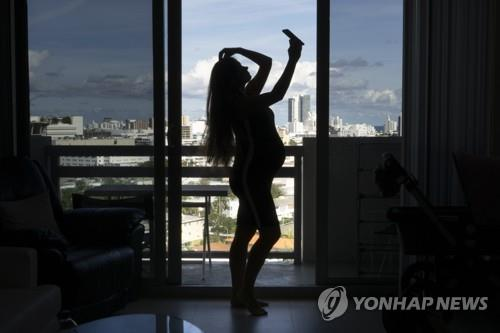 """태국 유명 경찰인사 """"美 원정출산 나따라 해봐요"""" SNS글 뭇매"""