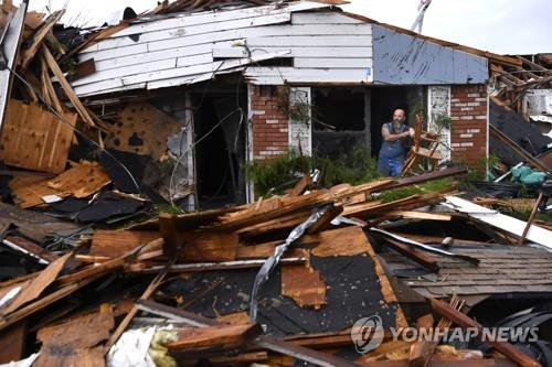 美 중부 토네이도·폭우 등 악천후…5천만명 영향권
