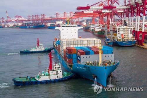 글로벌 무역 전망 '암울'…WTO 지수 2분기도 바닥