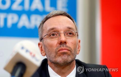 오스트리아 총리, 극우 자유당 소속 내무장관 해임