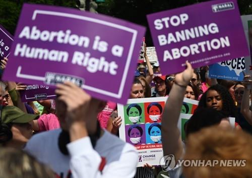 美전역 500여곳서 낙태금지법 반대 시위…민주 대선주자도 가세