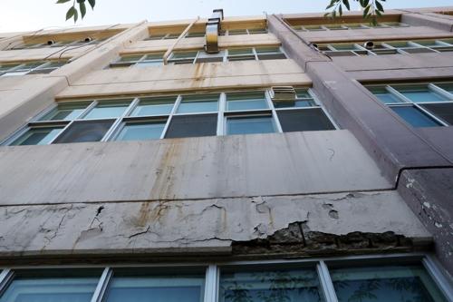 [르포] 안전불감증이 불러온 캠퍼스 외벽붕괴 참변 '남의 일 아냐'