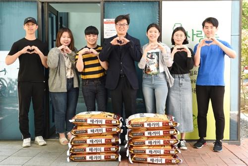 부경대 기숙사서 10년 모은 동전 8천622개로 쌀 200㎏ 기부