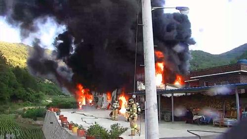 창원 농기계 보관창고서 '펑' 화재…인명피해 없어