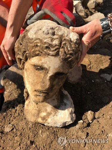 로마 한복판에서 온전한 형태의 로마제국 시대 조각상 발굴