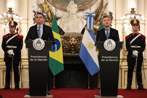 """""""남미 단일통화 만들자""""…브라질 대통령 아르헨티나 방문서 제의"""