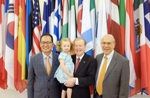 한국경제와 고락 30년 함께한 OECD 한국통 존스 박사 정년퇴임