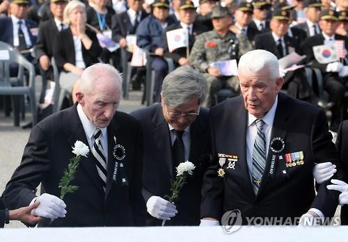 """""""BTS보다 어린 나이에…"""" 전경련, 한국전쟁 美참전용사 초청만찬"""