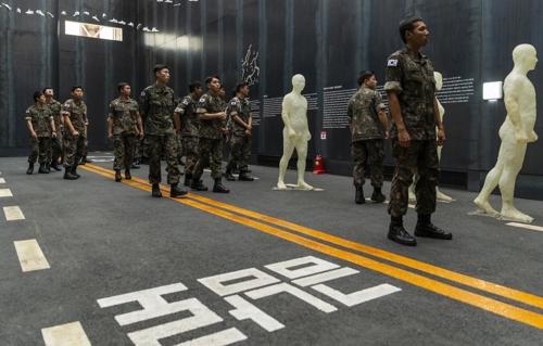 육군 장교 600여명 아시아문화전당 5·18 전시 관람