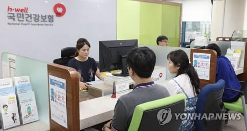 """국민 54% """"문재인케어, 잘하고 있다""""…정부지출 확대엔 '신중'"""