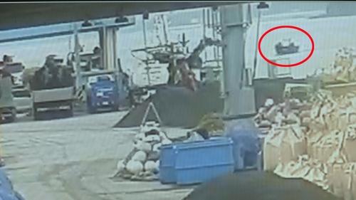 """""""어떤 제지 없이 유유히""""…정박한 북한 목선 CCTV에 고스란히(종합)"""