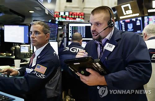 美금리인하 시사에 금융시장 출렁…주가↑ 달러·금리↓(종합)