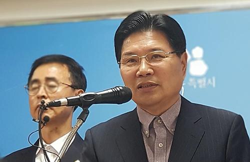 """홍문종 """"'우리공화당'으로 창당 준비 중"""""""