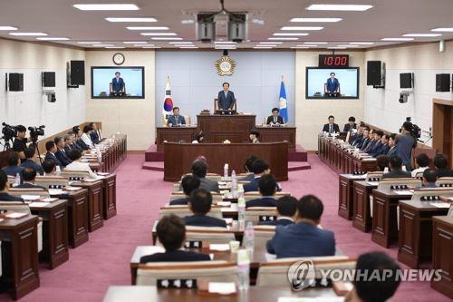 한국당 청주시의원, 도시공원 관련 민주당 시장 지지 '눈길'