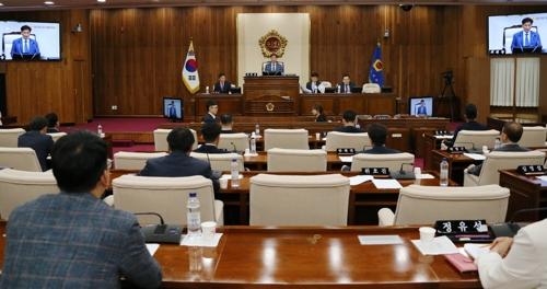 강원도의회 예결위 지도부 민주당 차지…한국당 불만 표출