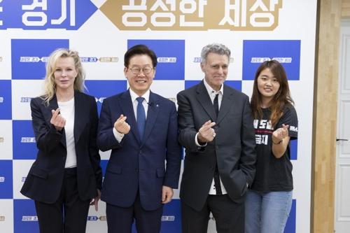"""초복날 이재명 만난 킴 베이신저 """"동물권보호 용기·결단 필요"""""""