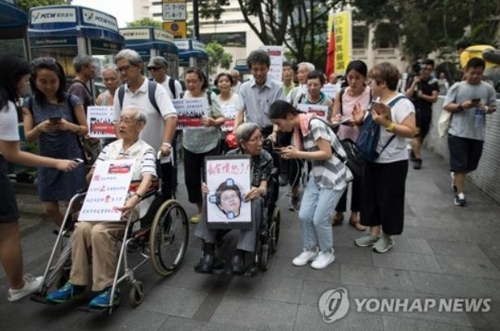 젊은이들 지지한다 홍콩서 송환법 반대 실버 시위(종합)
