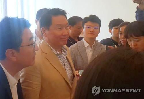 """박영선 """"대기업 中企 불화수소 안써""""…최태원 """"품질의 문제""""(종합)"""