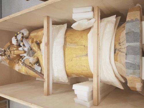 '소년 파라오' 투탕카멘 목관 발굴 97년 만에 복원 작업