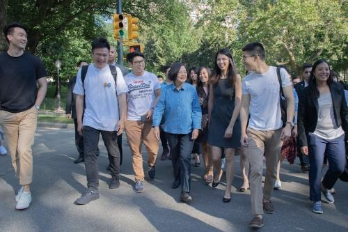 뉴욕 센트럴파크 거닐고 국가기관 방문…차이잉원 '美지지' 과시