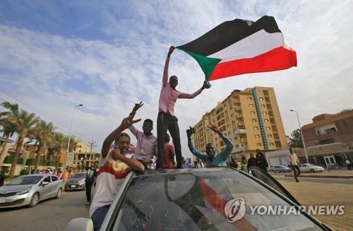 사우디·UAE, 수단에 밀 54만t 지원…군부에 힘싣기