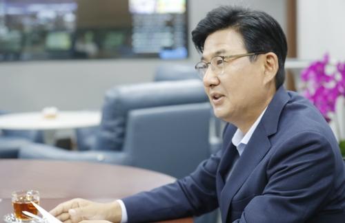 """박성수 송파구청장 """"재건축 계속 억제 못해…정의롭지 않아"""""""