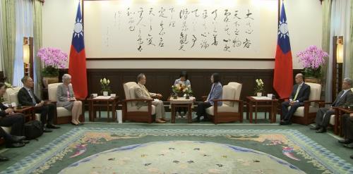 """차이잉원 """"홍콩 응원…대만이 민주 등대 될 것""""…中과 대립각"""