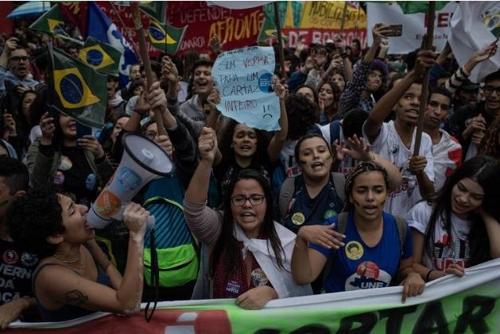 브라질 200여개 도시서 反보우소나루 시위…교육정책 비판 확산(종합)