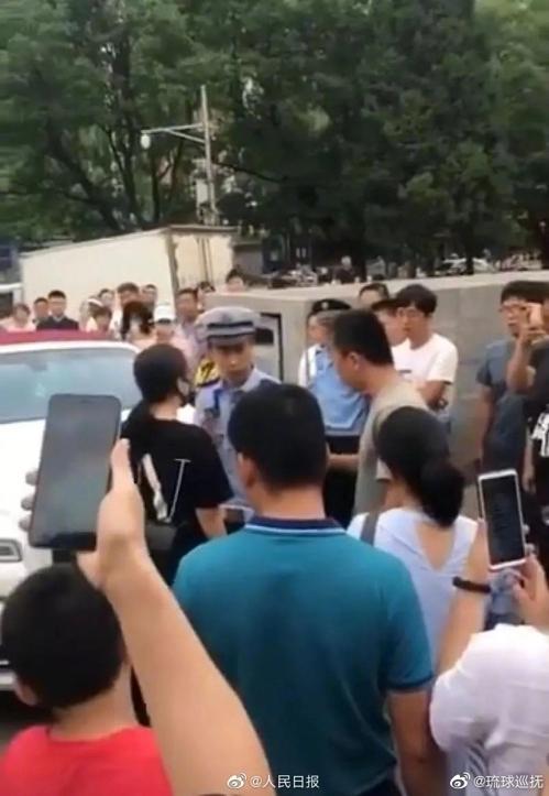 중국서 병원 응급통로 막은 '특권층 번호판' 롤스로이스 논란