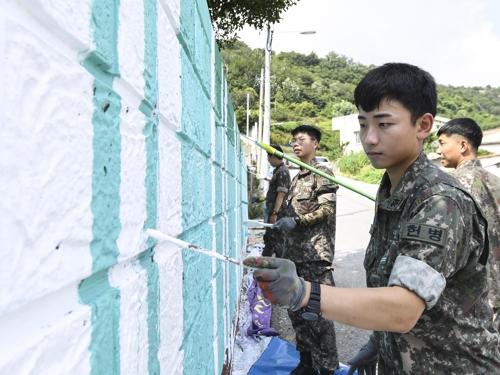 해군 3함대 헌병대대, 목포 구도심 벽화 그리기 동참