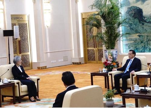 리커창 中총리, 한일 외교장관 함께 만나 '상호 협력' 강조