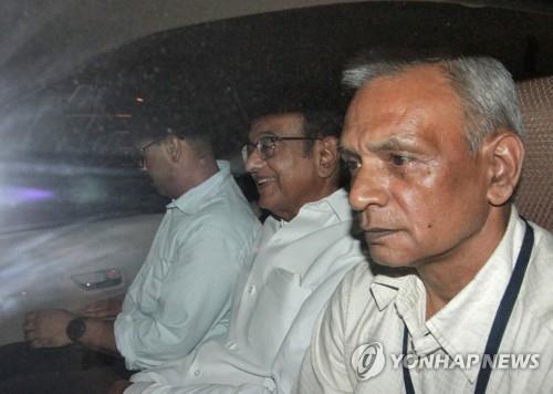 인도 전 재무장관 치담바람 부패 혐의 체포…야당 강력 반발