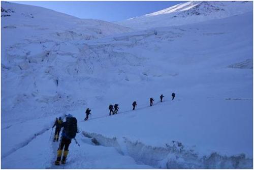 톈산산맥 포베다산서 실종된 카자흐 등반대 수색 재개