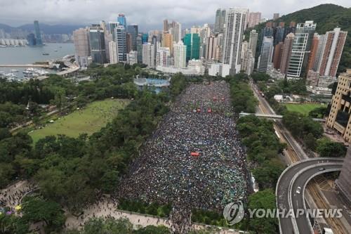 홍콩 정세 불안에 해외이주 모색 부유층 늘어