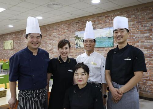 계룡대 조리 군무원 8명, 20년째 무료급식 봉사