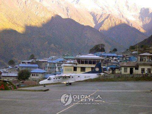 안개 때문에…에베레스트 인근 마을에 관광객 300명 고립