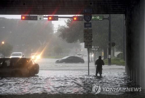 美텍사스주 남동부 폭우로 물바다…4명 사망·1천700명 구조(종합)