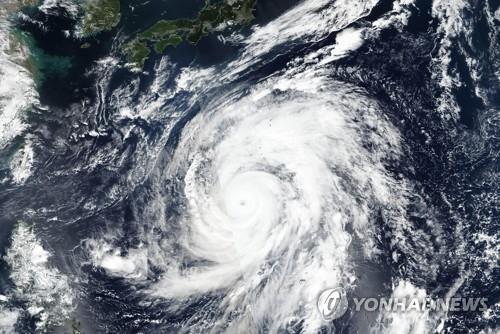 """""""日 접근 슈퍼태풍 많아진다…60년 후엔 14년에 12개꼴"""""""