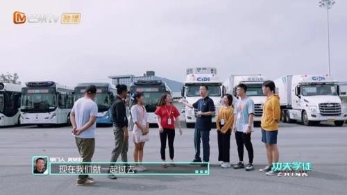 [AsiaNet] 국제 수습생들, 중국의 5G 스마트 버스 운송 기술에 ..