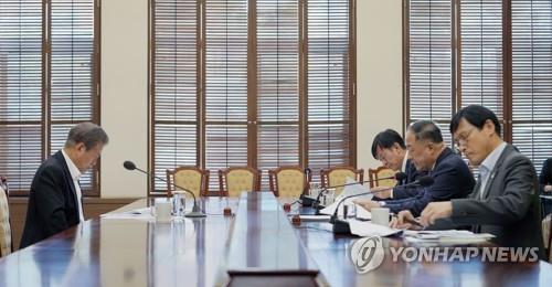 """文대통령 """"K-뷰티 육성방안 마련…장관중심 '원팀' 협력 강화"""""""