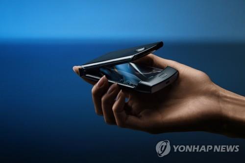 모토로라, '클램셸' 폴더블폰으로 컴백…삼성 차기 제품과 경쟁