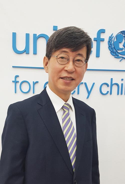 """[인터뷰] 이기철 유니세프한국위 사무총장 """"아동 인권은 보편 가치"""""""