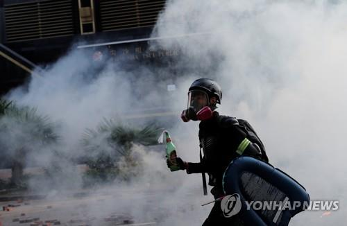 홍콩시위 도난 화학물질 경보…'염소가스탄' 위협도