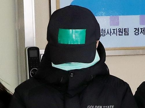 '3살 여아 학대치사' 친모 지인, 취재진 질문에 침묵