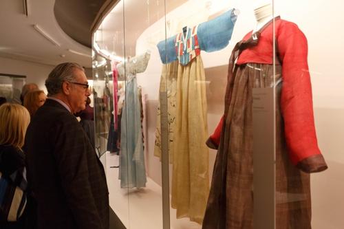 '한국기모노'에 통곡하던 故이영희의 한복 佛기메박물관에 기증