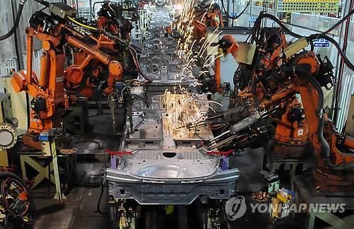 한국, 산업용 로봇 도입 4위로 '주춤'…'밀도'는 세계 2위