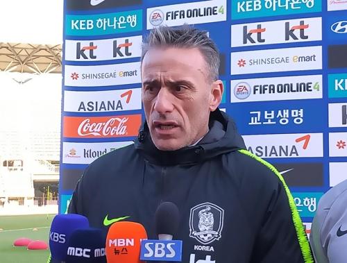 """벤투 감독 """"동아시안컵, 3연패 도전만큼 팀의 발전 중요해"""""""