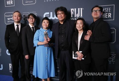 """해외매체들 """"한국영화, 오스카의 땅에 상륙하는 역사를 쓰다""""(종합)"""