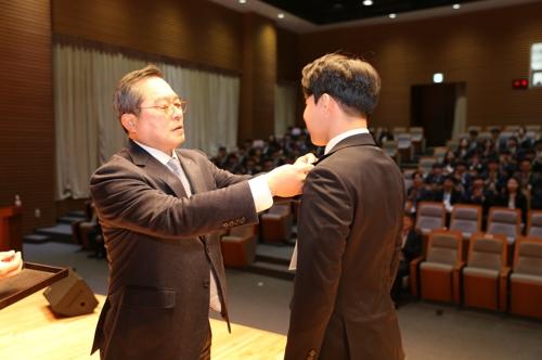 """LS 구자열 회장, 신입사원들에 """"30년 뒤 목표 세우라"""""""