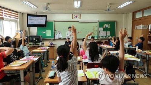 """""""올바른 성의식 만들어주자"""" 연예계 추문에 '성교육 과외' 바람"""
